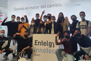 Alumnos de la Universidad Rey Juan Carlos de Madrid visitan las oficinas de Entelgy Innotec Security
